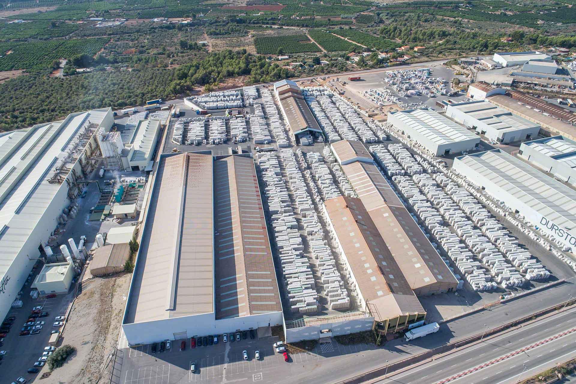 Logistik Benchmarking ermöglicht einen Vergleich des eigenen Lagers mit den Best Practices der Branche