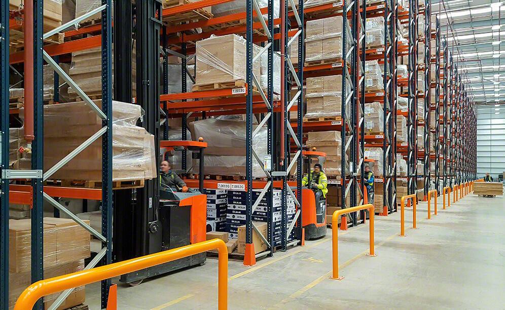 Mecalux hat herkömmliche Palettenregalanlagen für das Lager geliefert, das sich DFS