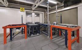 Der Eingangsförderer verfügt über eine Kontrollstation, die den optimalen Zustand aller Paletten, die in das automatische Lager gelangen, gewährleistet
