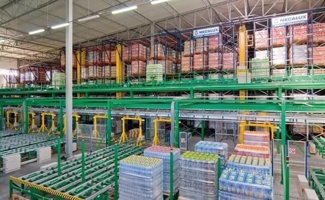 Ein automatisiertes Hochleistungslager: 200 Paletten/Stunde und 18.000 gelagerte Paletten
