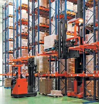 Maschinen- und Werkzeuglager für das Baugewerbe.