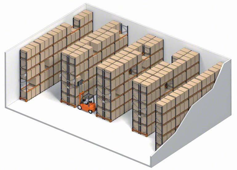 Palettenregalanlage mit direktem Zugriff auf die Waren.