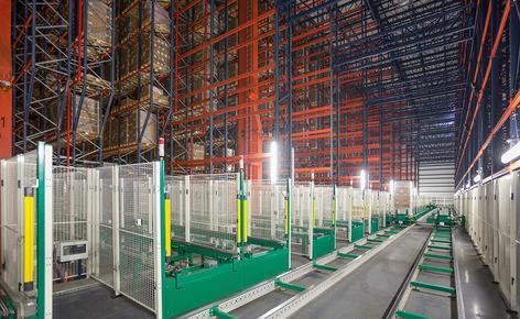 B. Braun hat ein automatisches Hochregallager in Silobauweise mit einer Lagerkapazität von 42.116 Paletten