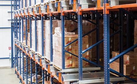 Das Unternehmen Medifarma baut ein Hochregallager in Silobauweise für Palettenregale, welches zusätzlich mit dem Pallet-Shuttle-System ausgestattet ist
