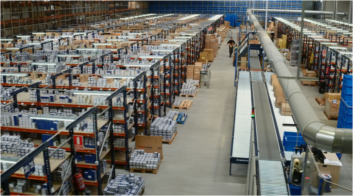 Praxisbeispiel Automatisierte Lager für Behälter von Cofan Logistikzentrum
