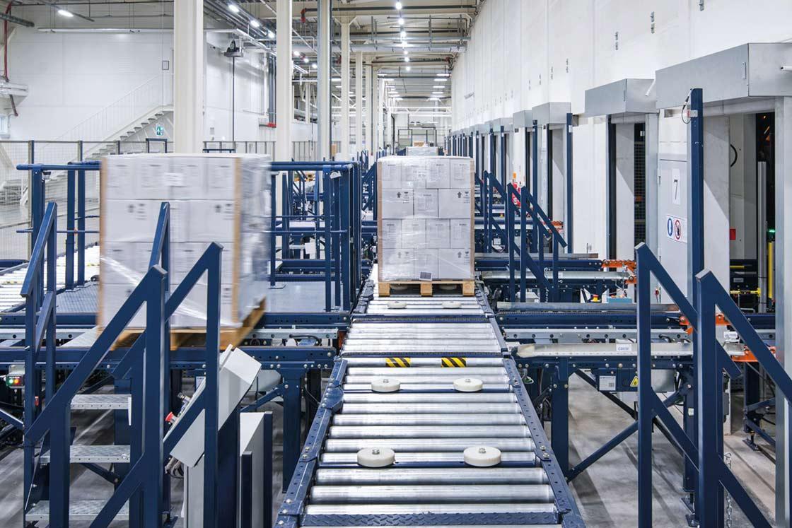 El almacén automático de Intersurgical en Lituania está compuesto por ocho pasillos de 121 m de longitud con estanterías de doble profundidad a ambos lados