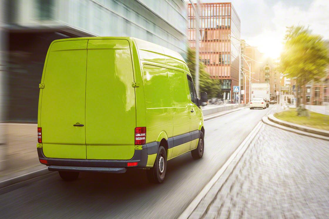 Entregar miles de paquetes a su destino final requiere un gran movimiento de camiones y furgonetas