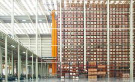 Die neue Lagerhalle hat eine Fläche von 7000 m2 mit einer Kapazität von mehr als 65.000 Paletten